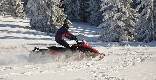 Best snowmobile gloves for mountain riding
