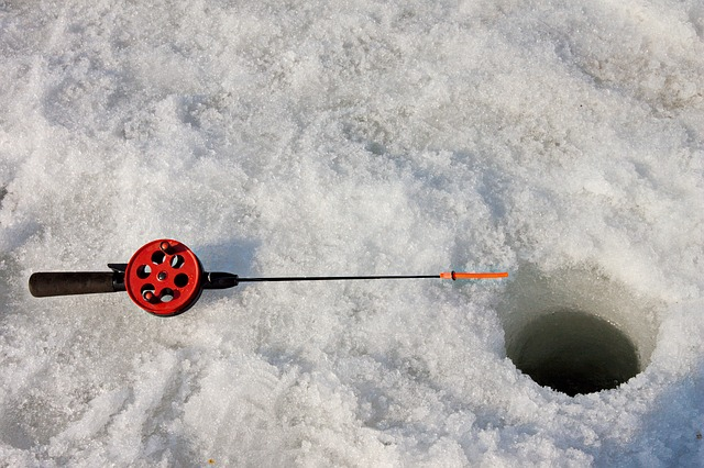 Ice fishing reels for snowmobilers