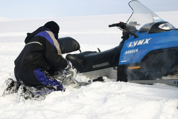 how to unstuck your snowmobile